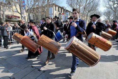 May - Aix-en-Provence - an ancestral tradition: the Festival of the tabor