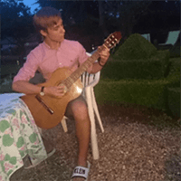 Prof. Claude guitar - French immersion in Normandy