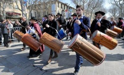 May – Aix-en-Provence – an ancestral tradition: the Festival of the tabor